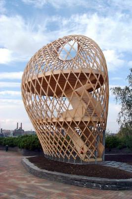 2002年に実現したプロジェクトKUPRA。断面60×60ミリのパイン材を曲げ加工してつくった部材7種を組み合わせて造形している。
