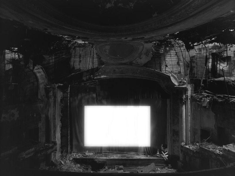 杉本博司《パラマウント・シアター、ニューアーク》2015年、ゼラチン・シルバー・プリント  ©Hiroshi Sugimoto / Courtesy of Gallery Koyanagi