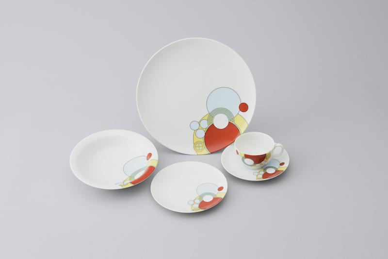 《帝国ホテルライト館洋食器》 制作:日本陶器 1955-67(昭和30-42)年 デザイン:フランク・ロイド・ライト 1922(大正11)年頃  個人蔵