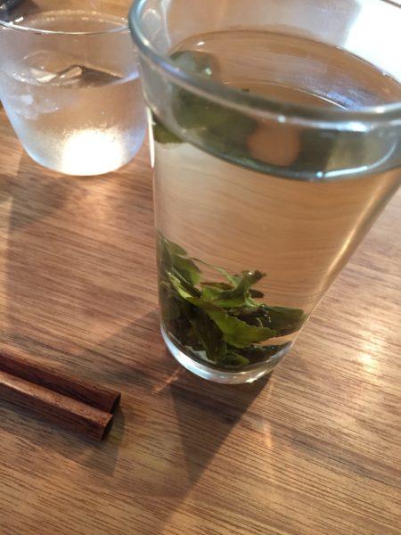 中国茶はガラスのコップで。