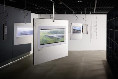 会場には、模型や写真、テキストによる説明のほか、黄氏へのインタビューや作品解説、また彼らの作品とともに映し出される宜蘭の日常の風景など、23の映像も展示。