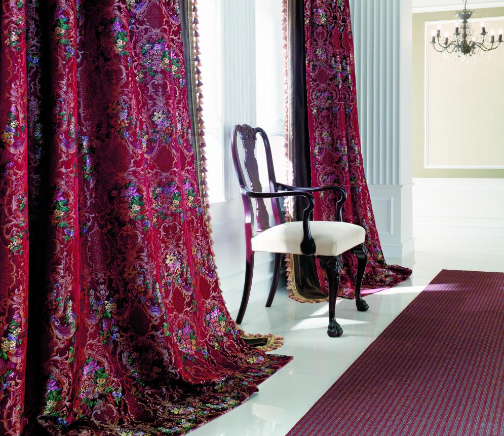 リヨン織物美術館所蔵の柄を現代の空間に