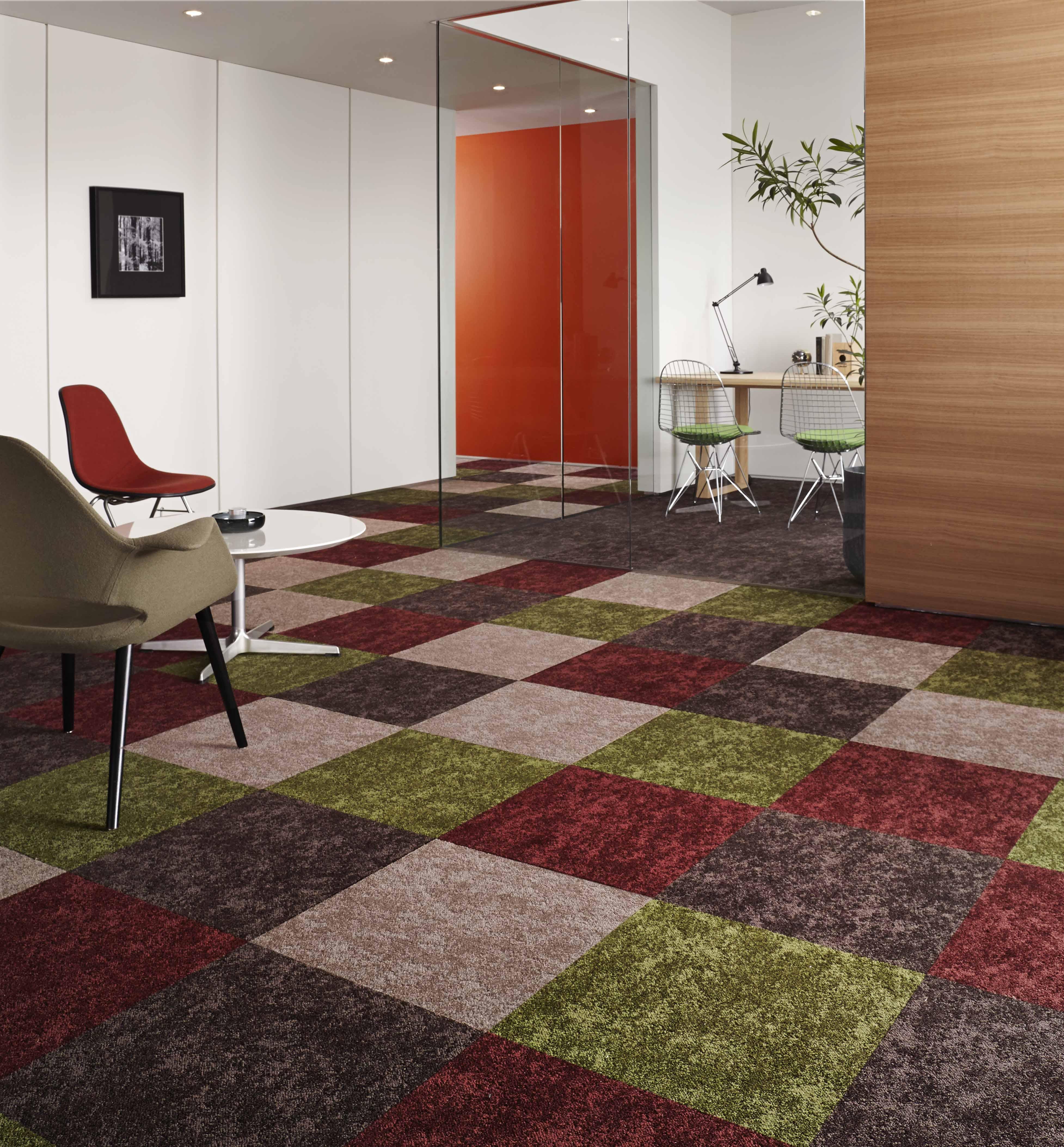 日本の感性を追求した彩り豊かなタイルカーペット