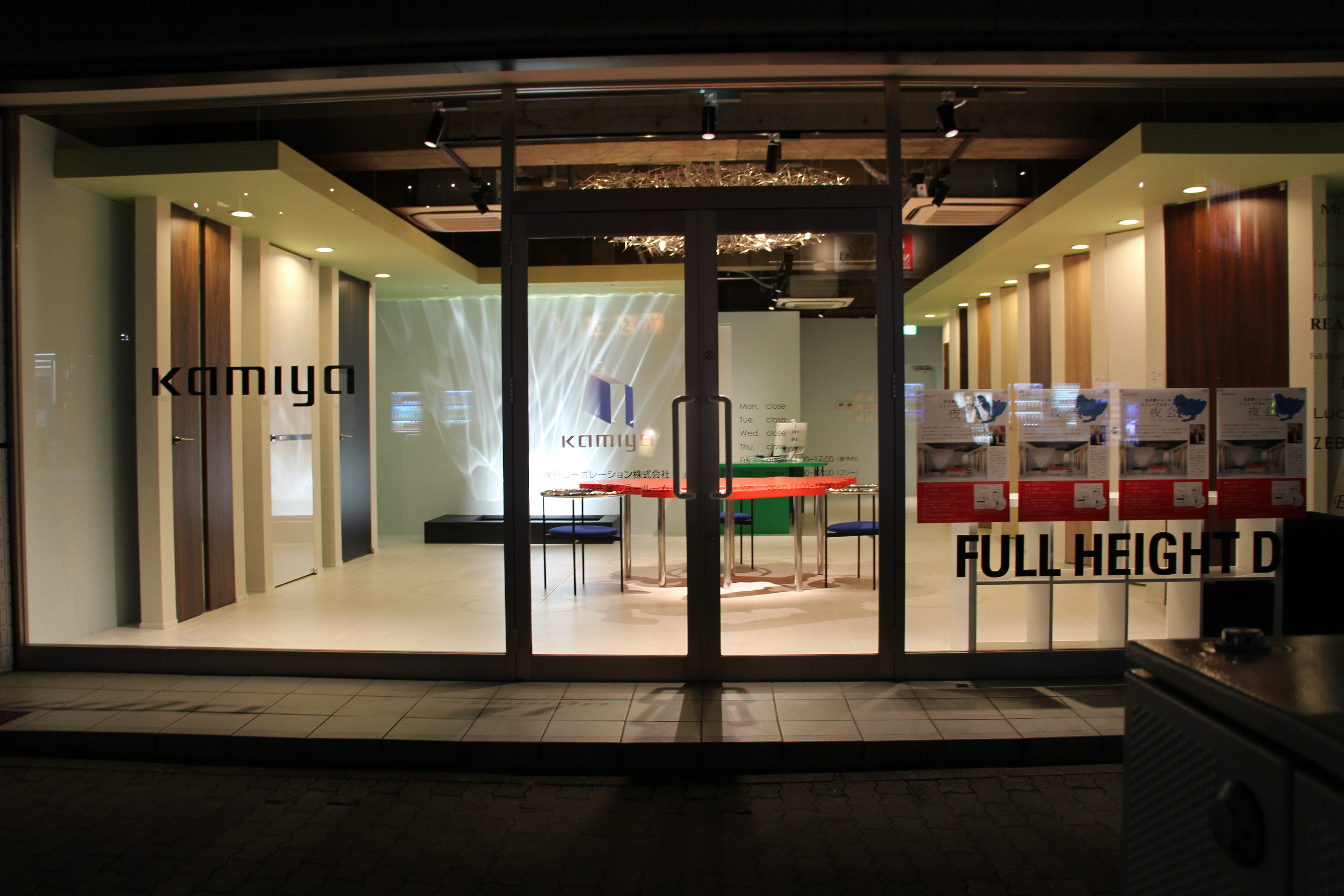 内田繁のアートワークが溢れるドアのショールーム