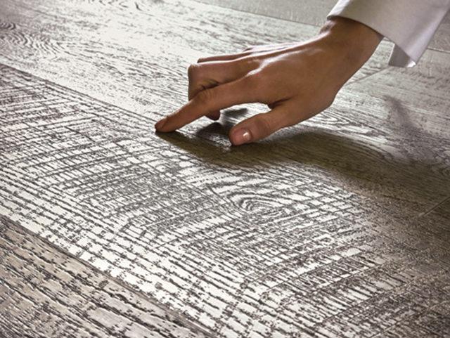 床の表情を豊かに演出する深みのあるデザインを収録