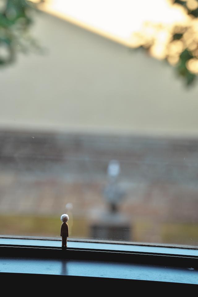 内藤 礼 《ひと》/《帽子》2014 年 東京都庭園美術館、東京  「内藤礼 信の感情」 撮影:畠山直哉