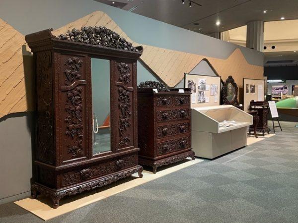 ミニ展示「横浜彫刻家具~Yokohama furniture~」